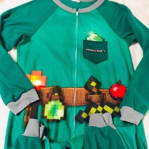 🏈Boys Minecraft zipping pajamas size 14/16🏈